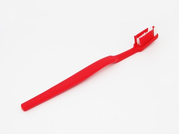 Lo spazzolino da denti rosso isolato