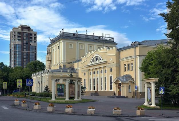 Teatro della torcia rossa a novosibirsk