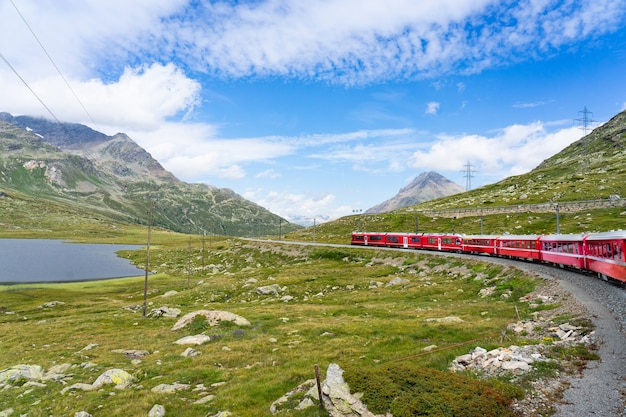 Trenino rosso del bernina in svizzera