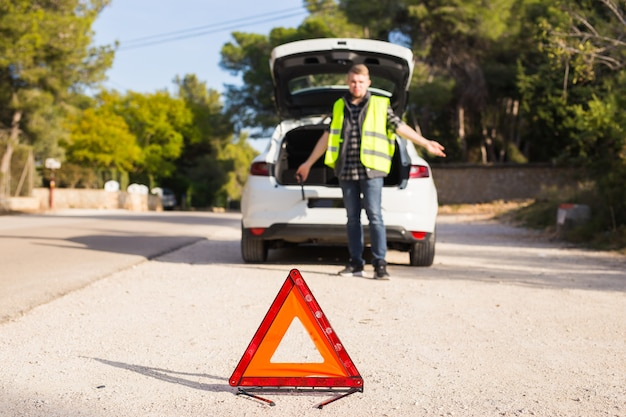 L'uomo del triangolo rosso non sa cosa sia successo alla macchina