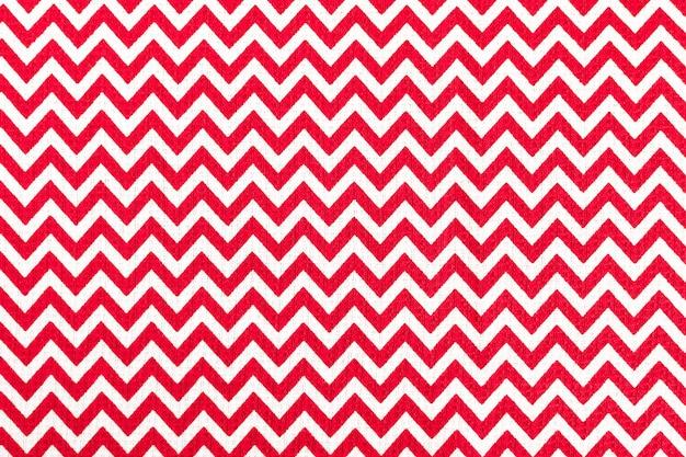 Rosso con tovaglia in tessuto bianco, sfondo natalizio, copia dello spazio