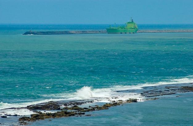 Scogliere in mare a cabo de santo agostinho vicino a recife pernambuco brasile