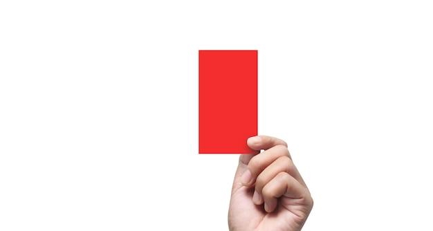 Mano dell'arbitro che tiene i cartellini rossi. isolato