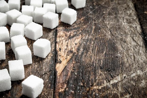 Zucchero a cubetti raffinato.
