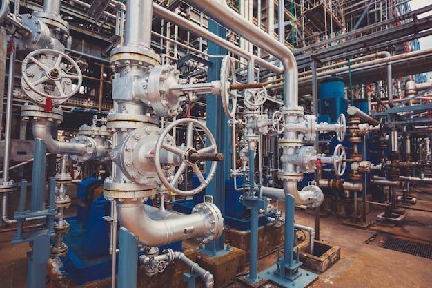 Attrezzatura dell'impianto di raffineria per le valvole dell'olio e del gas della linea di tubazioni presso la valvola di sicurezza della pressione dell'impianto del gas selettiva