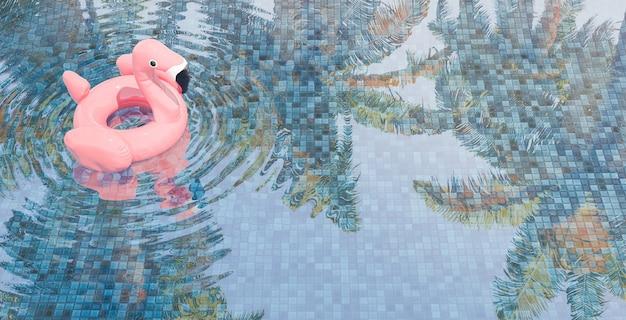 Riflessione degli alberi di cocco nella priorità bassa di estate della piscina