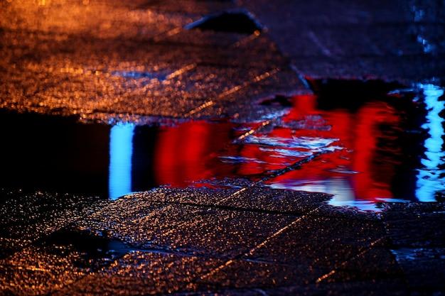 Riflesso in una pozzanghera dopo la pioggia