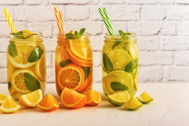 Rinfrescante cocktail estivo fatto in casa