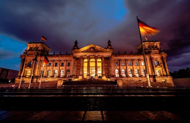 Edificio del reichstag a berlino Foto Premium