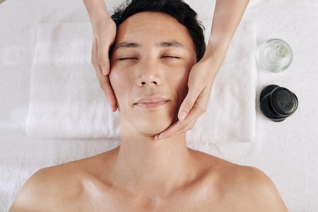 Massaggio viso rigenerante