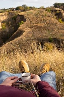 Relax in montagna con una tazza di tè