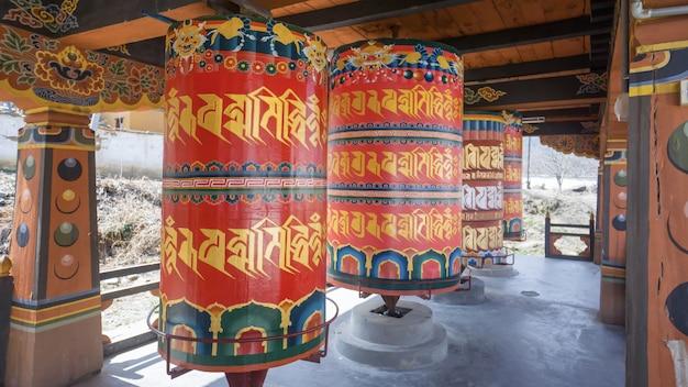 Ruote di preghiera religiose in bhutan