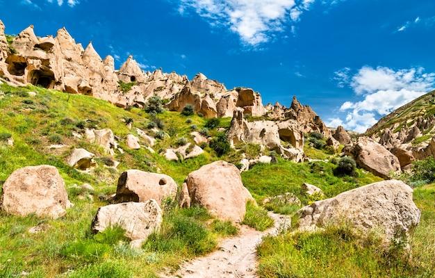 Resti del complesso del monastero di zelve nel parco nazionale di goreme. cappadocia, turchia