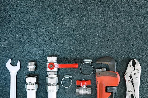 Riparare lo sfondo dell'impianto idraulico.