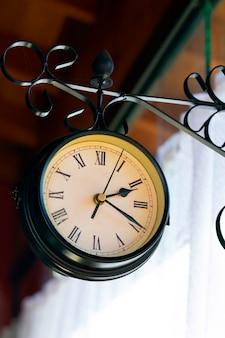 Replica dell'orologio della stazione ferroviaria, utilizzato per la decorazione