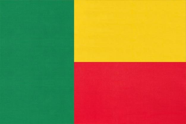Fondo del tessuto della bandiera del tessuto nazionale della repubblica benin. simbolo del mondo paese africano.