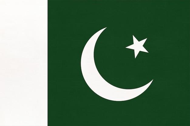 Bandiera nazionale della repubblica del pakistan con emblema