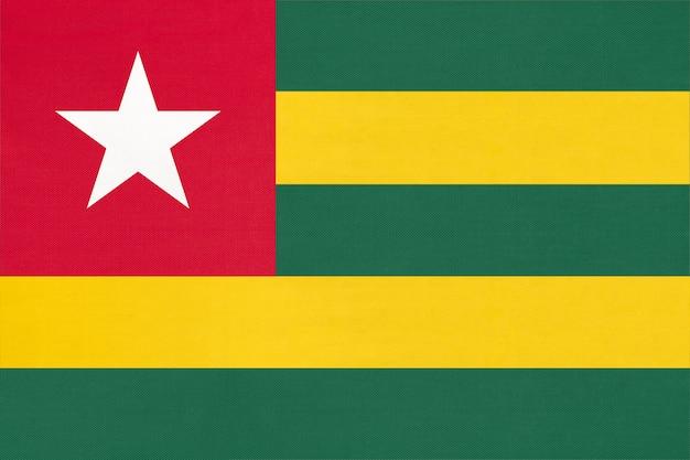 Fondo del tessuto della bandiera del tessuto nazionale togolese della repubblica. simbolo del mondo paese africano.