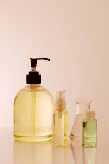 I ricercatori stanno usando la vetreria nei laboratori, la ricerca sui cosmetici e l'energia.