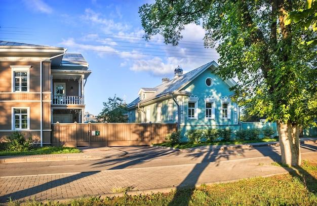 Edifici residenziali in via mayakovsky a vologda in una mattina di inizio estate
