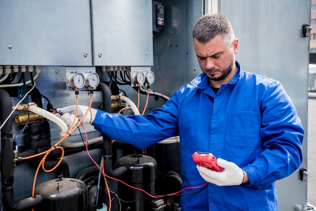 Prova di resistenza dei sensori di temperatura nella sezione di alimentazione del raffreddamento dell'unità di ventilazione