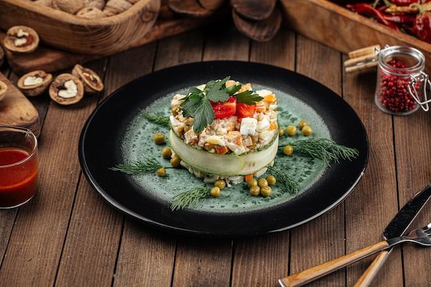 Ristorante guarnito insalata russa olivier