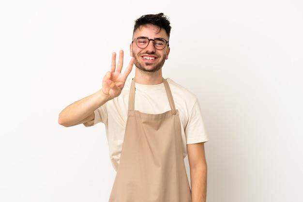 Ristorante cameriere uomo caucasico isolato su sfondo bianco felice e contando tre con le dita