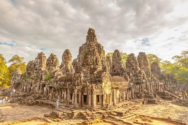 Il retro castello antico in cambogia chiama bayon, angkot thom