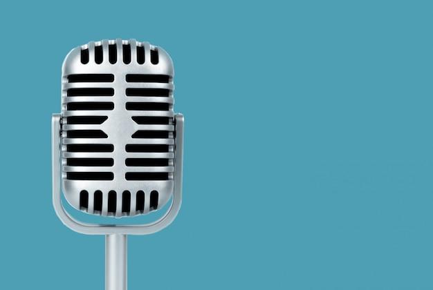 Retro microfono su sfondo blu