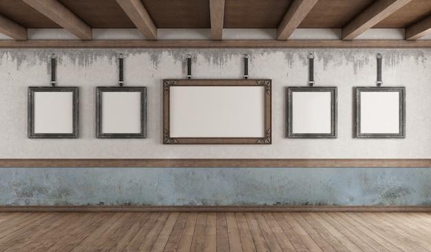 Galleria d'arte in stile retrò con cornice sul vecchio muro