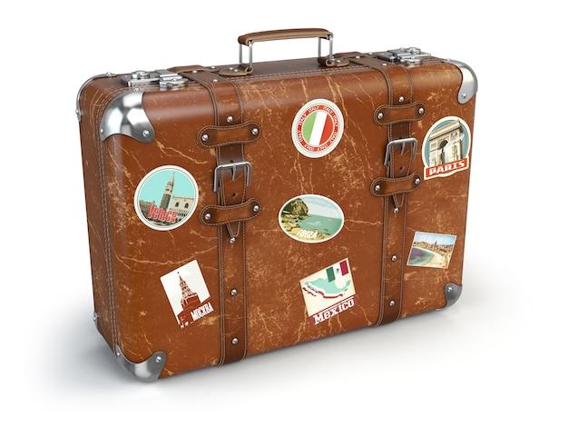 Bagaglio valigia retrò con adesivi da viaggio isolati su bianco