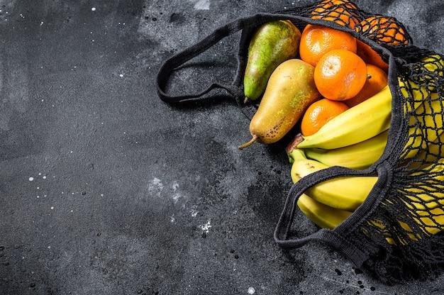 Borsa della spesa riutilizzabile riempita di frutta
