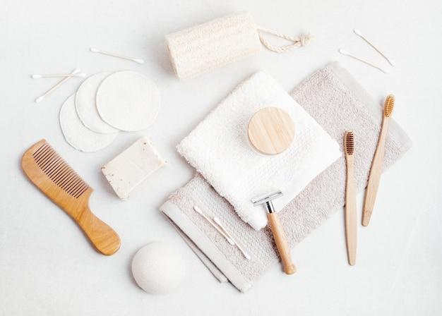 Prodotti da bagno reusablr etico, sostenibile, zero sprechi, nessuna idea di stile di vita in plastica vista dall'alto, mockup piatto