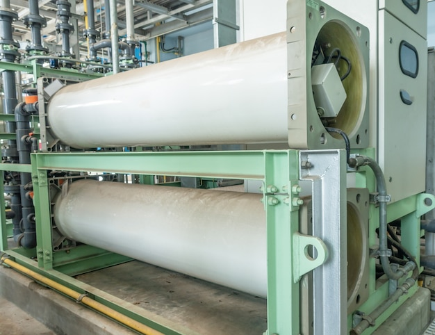 Sistema ad osmosi inversa per centrale elettrica.