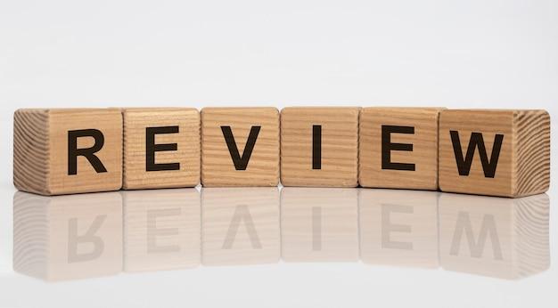 Rivedi l'iscrizione della parola. riepilogo o concetto di revisione. Foto Premium