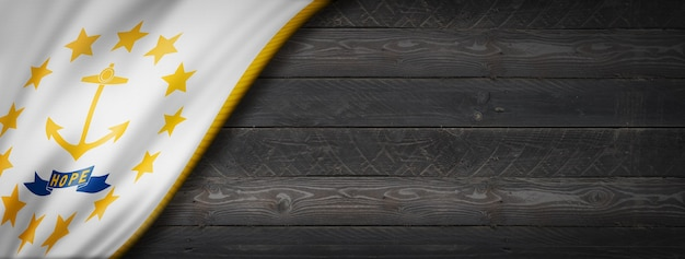 Rhode island bandiera sulla bandiera della parete di legno nero, stati uniti d'america