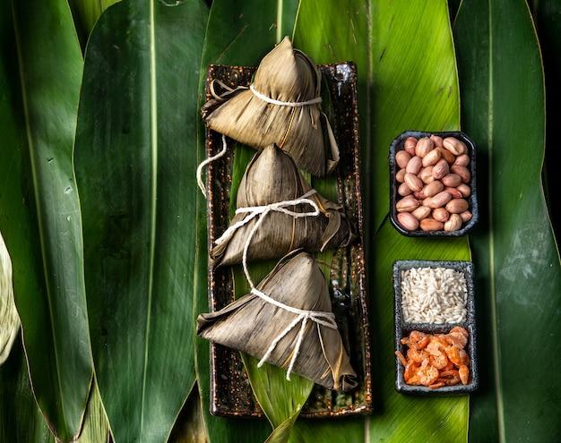 Zongzi con gnocchi di riso per dragon boat festival (festival di duanwu)