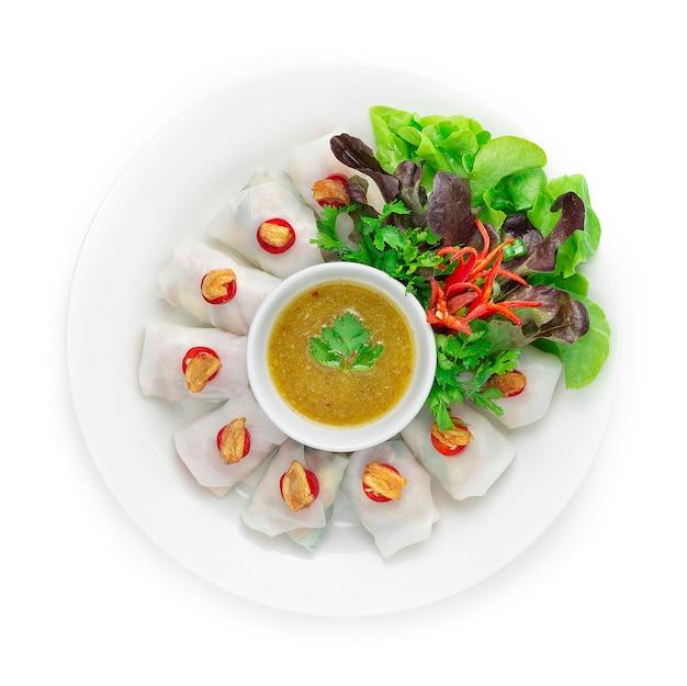 Involtini di pasta di riso con impacchi di verdure vegetariano