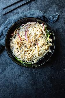 Spaghetti di riso verdure enoki cellophane pasta miso ramen zuppa funchose pho frutti di mare pronti da mangiare