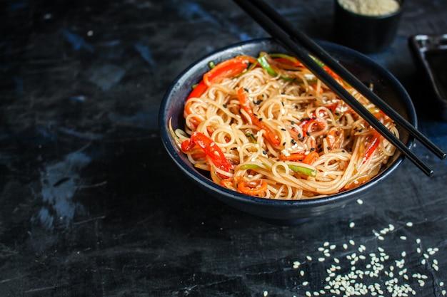 Tagliatelle di riso con pasta di cellophane di verdure prodotto naturale
