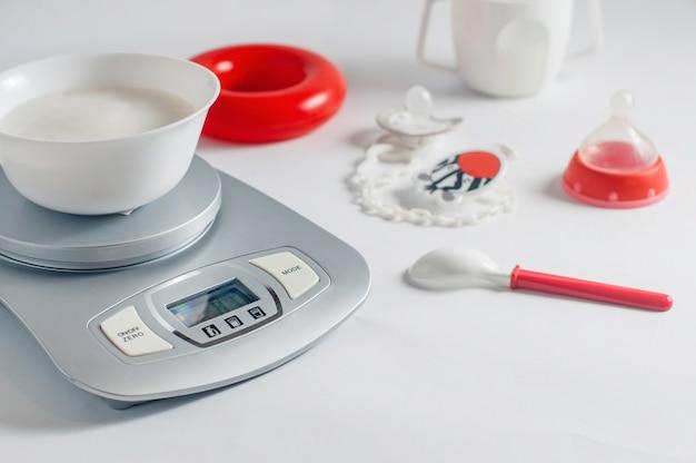 Porridge di riso pronto per la prima esca del bambino Foto Premium
