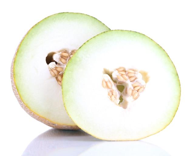 Melone maturo isolato su bianco