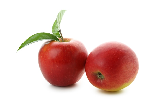 Mele rosse mature isolate su sfondo bianco