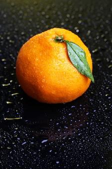 Mandarino dolce maturo, di colore scuro