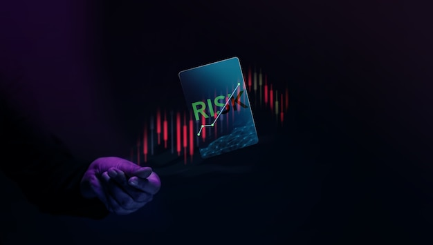 Rischio del concetto di investimento in azioni del mercato azionario flick dell'investitore e levitazione di una carta di rischio