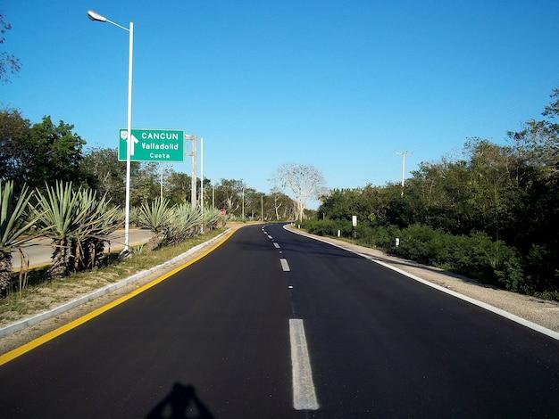 La strada per cancun sullo yucatan, in messico