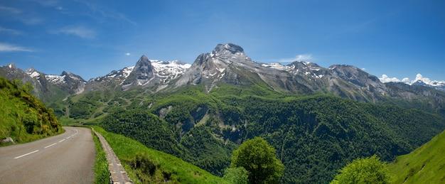 Strada del col aubisque nei pirenei francesi