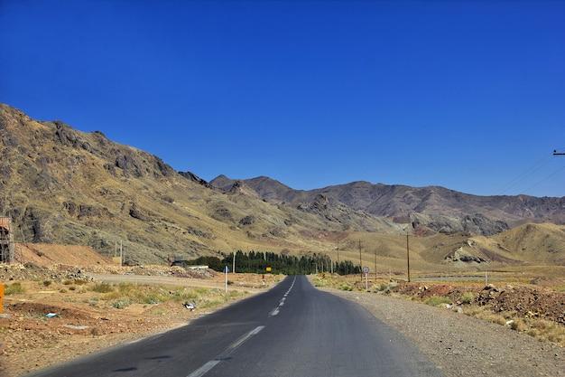 Strada sulle montagne dell'iran