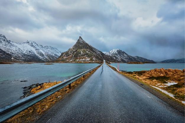 Strada in norvegia in inverno