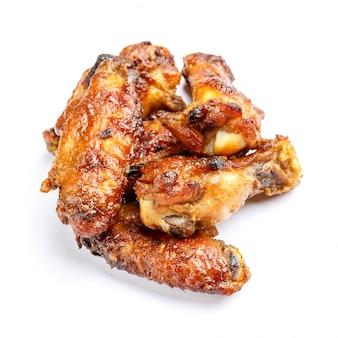 Pollo arrostito su bianco isolato
